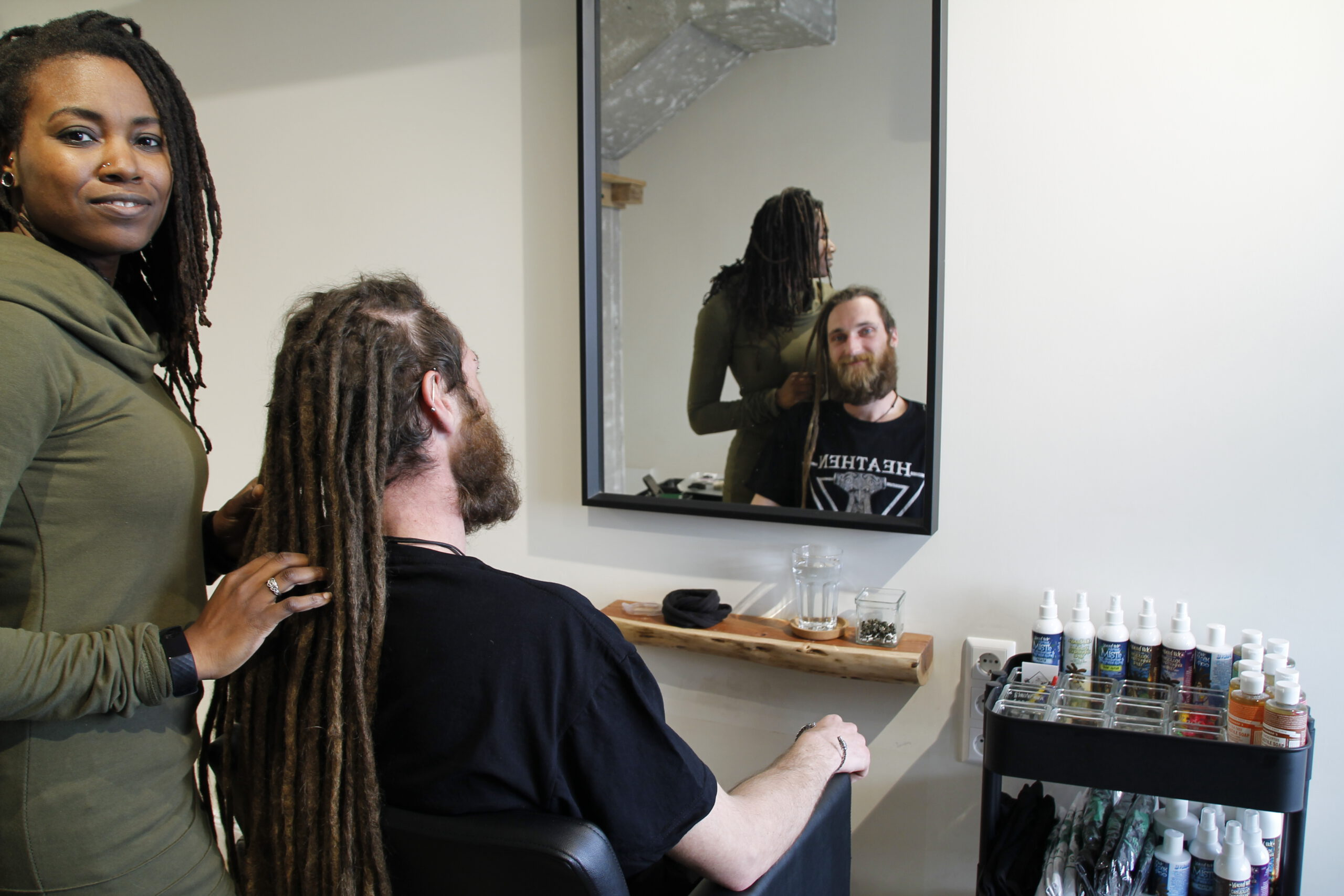 Meghan in de Lock Solid Dreadlock Salon - dreadkapper Rotterdam - dreads bijwerken - Alles voor Dreads